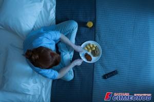 Хранене преди лягане – вредно ли е?